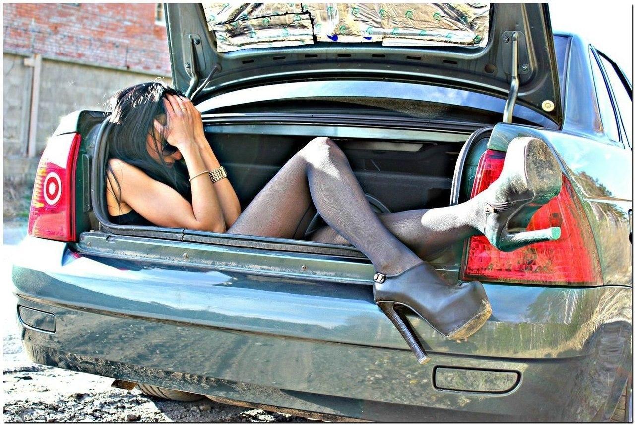 Фото связанная девушка в машине 4 фотография