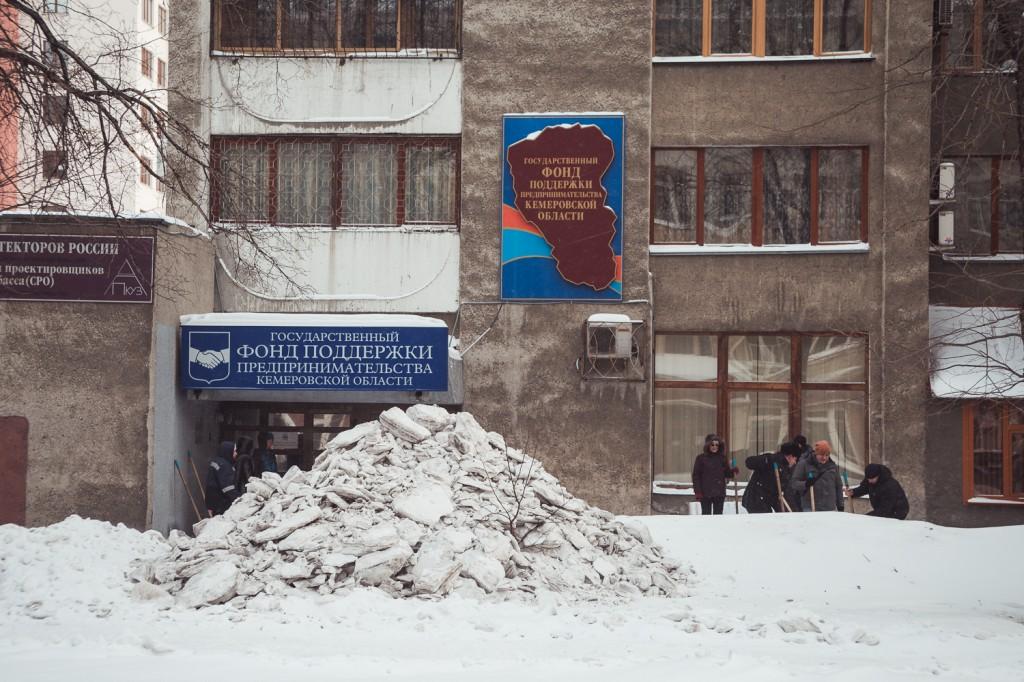 Правила очистки снега и наледи с кровли
