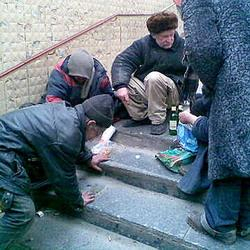 Бомжи едва не сгорели в подвале жилого дома Кемерова