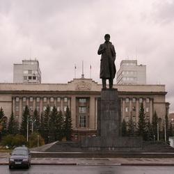 В Красноярске огородили памятник Ленину
