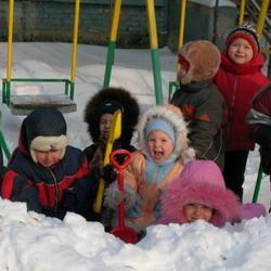 В Кемерове проверяют детские площадки на безопасность