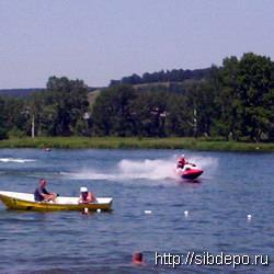 На кемеровском озере Красное  можно купаться