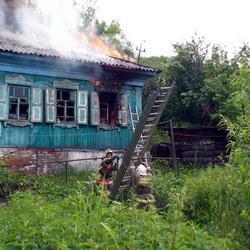 В Новокузнецке пьяная хозяйка спалила свой дом