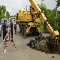 В Кемерово вблизи рынка Привоз провалилась часть автодороги