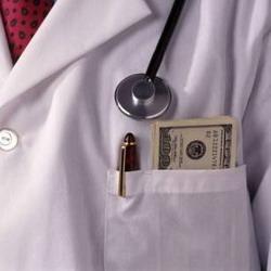 Хирург зарабатывал деньги на мнимых болезнях