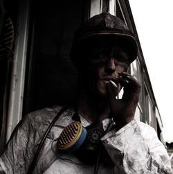 В Кузбассе уволили горняка, закурившего в шахте