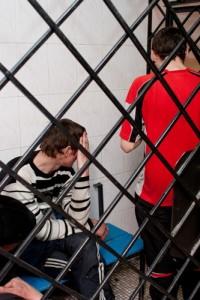 Во главе с отсидевшим насильником двое кузбассовцев изнасиловали молодую женщину