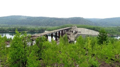 Поехал на рыбалку и нашёл заброшенную ГЭС (фото/видео)