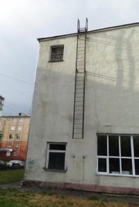 Спорткомплекс «Динамо» срезал-таки травмоопасную лестницу (фото)