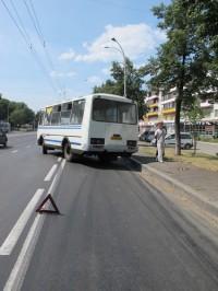 """На автобусной полосе на проспекте Ленина заблокировано движение: маршрутка врезалась в """"Ладу"""" (фото)"""