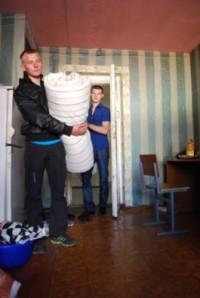 Более 500 студентов КемГУ получили матрац, подушку и одеяло, а чайник, холодильник и одноконфорочную плитку придётся покупать самим