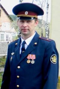 Сотрудник кузбасского ГУФСИН нашёл в гаражах потерявшуюся девочку