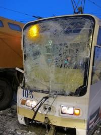 Жуткое ДТП в Кемерово: КамАЗ на большой скорости врезался в трамвай (ФОТО/ВИДЕО)