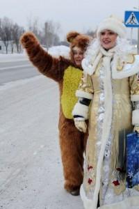 В беловских автобусах катаются Дед Мороз со Снегурочкой и заставляют пассажиров рассказывать стишки