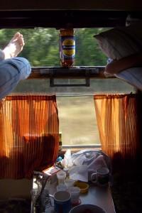 Анжеросудженские наркоманы добирались до дома автостопом по железной дороге, разворовывая грузы