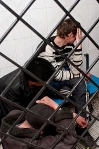 Кемеровские полицейские задержали парня, обокравшего ребёнка в канун Нового года
