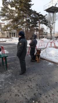Полицейские своим собакам доверяют!