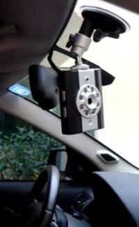 Автомобильный видеорегистратор может стать отличной приманкой для грабителей