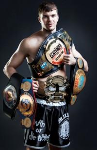 Чемпион по тайскому боксу Артём Левин научит кемеровчан драться