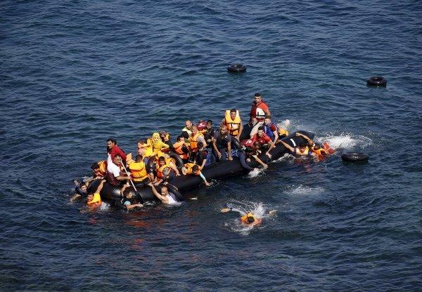 Судно с107 нелегалами наборту затонуло уберегов Ливии