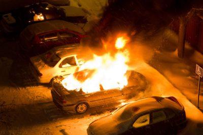 В Кузбассе за сутки из-за поджога сгорели три автомобиля