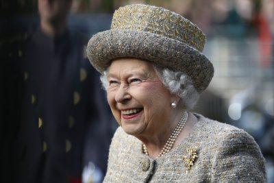 СМИ: охранник Букингемского дворца чуть не застрелил королеву Елизавету II
