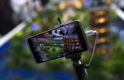 Китайская компания создала смартфон, управляемый глазом