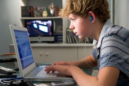 Ученые узнали, сколько часов всутки подростку можно сидеть закомпьютером