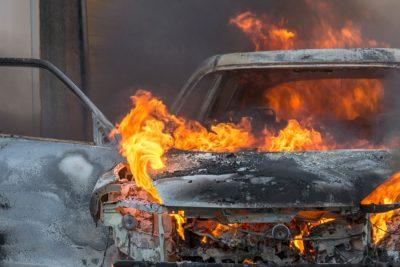 В Кузбассе в гаражах сгорели два автомобиля