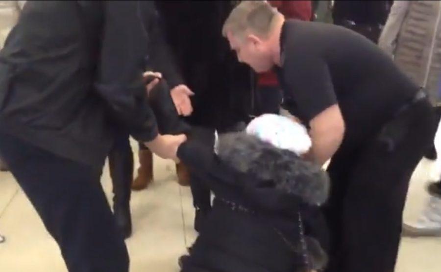 ВКалуге охранники торгового центра волоком вытянули наулицу женщину сребёнком