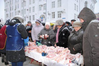 Жители России заменили в рационе мясо и молоко на овощи и тыквы