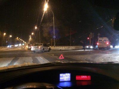 В Кемерове после столкновения с такси ВАЗ отбросило на пешехода