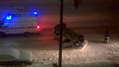 В Кировском районе Кемерова перевернулся автомобиль