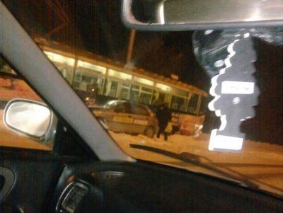 В Кемерове водитель такси врезался в трамвай