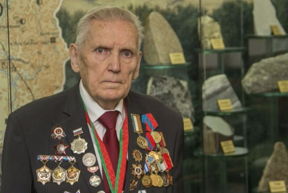 Аман Тулеев отказался отпремии «Народный герой Кузбасса» впользу прокопчанина