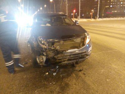 В Сети опубликовали видео ДТП в Кемерове, в котором пострадали два человека