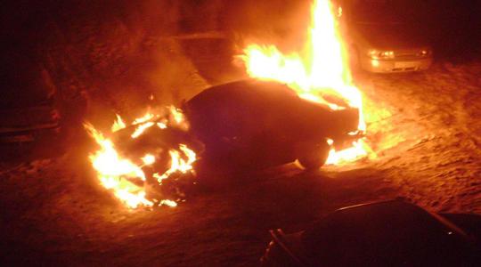 Три автомобиля сгорели заночь вКузбассе