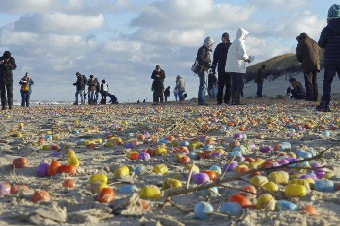 Германский остров засыпало «киндер-сюрпризами» идетским конструктором