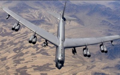 В США у стратегического бомбардировщика отвалился двигатель во время полёта