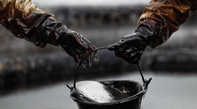 ВКанаде из-за дорожной аварии впочву попало 200 тыс. литров нефти