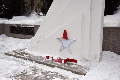 В Белове вандалы разрушили звезду на памятнике героям Великой Отечественной войны