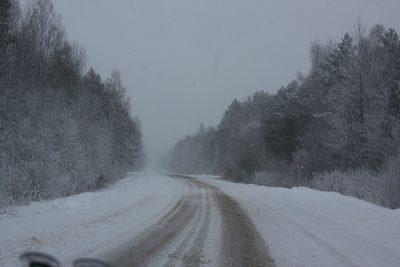 В Новокузнецке из-за снегопада перекрыли объездную дорогу