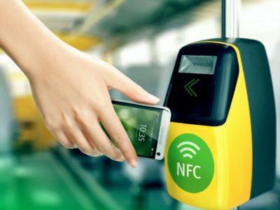 Москвичи смогут оплачивать проезд в частных маршрутках с помощью смартфонов