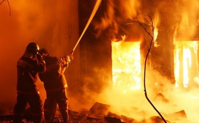 В Кемерове при пожаре в жилом доме один человек погиб, двое пострадали