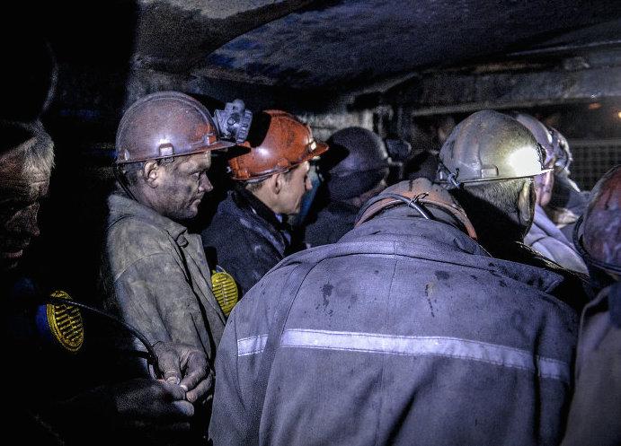 Изкузбасской шахты эвакуировали неменее 200 горняков