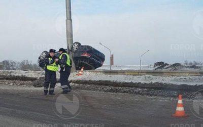 В Новокузнецке перевернулся Lexus, пострадали два пассажира