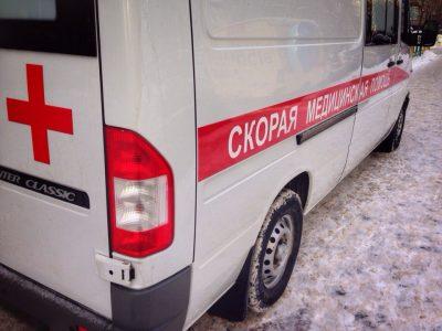 В Кемерове перевернулся автомобиль Chevrolet, пострадали три человека
