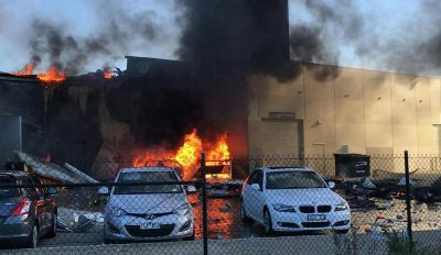 Пять человек погибли при крушении самолёта на торговый центр в Мельбурне
