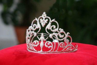 """Две новокузнечанки борются за корону """"Красы Вселенной"""""""