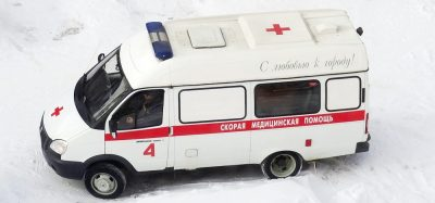 В Кузбассе пенсионер перепутал двери и выпал с балкона